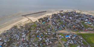 Un village côtier du Mozambique ravagé par le passage du cyclone Idai, vendredi 15 mars.