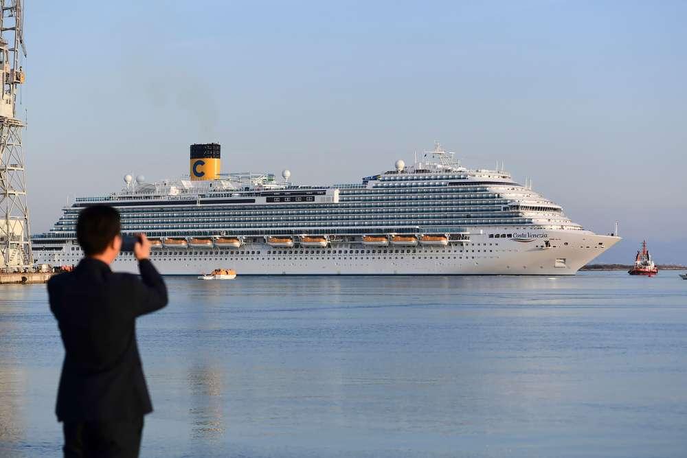 Le «Costa Venezia» quitte le port de la société italienne de construction navale Fincantieri,à Monfalcone, le 28 février 2019.