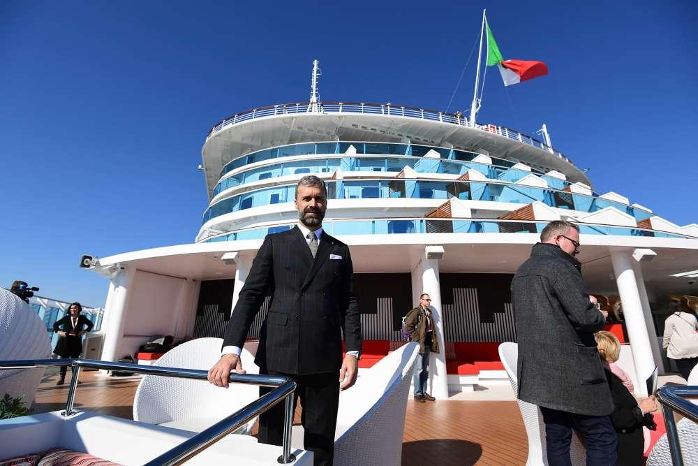 Pour le président du groupe Costa Asia, Mario Zanetti, « Les voyageurs chinois à l'étranger sont plus de 140 millions». «La croisière représente seulement 2% de ceux partant en vacances à l'étranger: cela laisse clairement voir les potentialités de ce marché, qui pourra devenir dans le futur le premier au monde. »