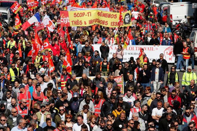A Marseille, 5000 personnes – dont 200 «gilets jaunes» – se sont rassemblées au Vieux-Port, selon la préfecture de police, le 19 mars.