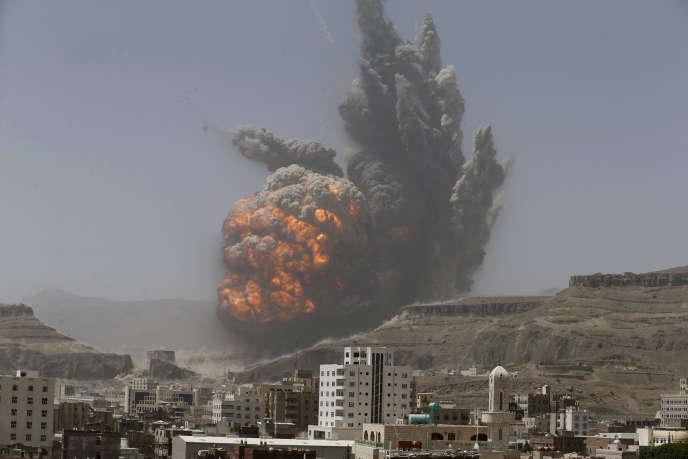 Bombardements près de la capitale yéménite, Sanaa, en 2015.