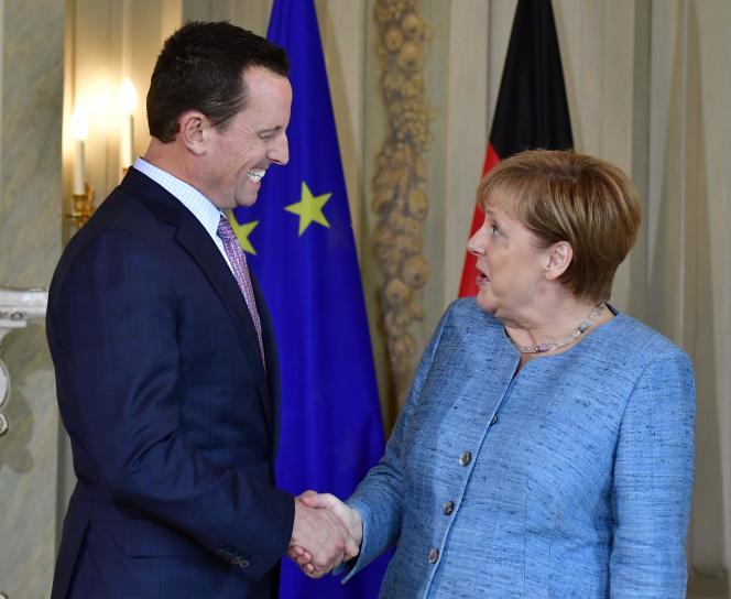 Richard Grenell,ambassadeur des Etats-unis en Allemagne et la chancelière Angela Merkel, à Meseberg, en Allemagne, le 6 juillet.Ce proche de Donald Trump a envoyé début mars un courrier au ministre de l'économie, Peter Altmaier. Si l'Allemagne ne bannit pas Huawei comme équipementier pour la 5G, écrit-il, les Etats-Unis pourraient réduire ou cesser leur coopération en matière de renseignement.