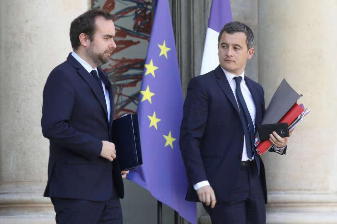 Le ministre chargé des collectivités territoriales, Sébastien Lecornu, et le ministre de l'action et des comptes publics, Gérald Darmanin, le 27 février, à la sortie de l'Elysée, à Paris.