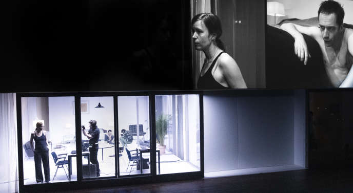 Maria Kraakman (Lianne) et Elco Smits (Keith), en haut à droite, dans «L'Homme qui tombe».