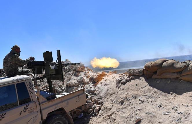Des combattants des Forces démocratiques syriennes sur le front des combats dans le village de Baghouz, en Syrie, le 18 mars.