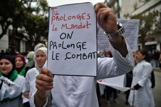 La contestation étudiante a été rejointe, mardi 19 mars à Alger, par des professeurs d'université, mais aussi par des employés du secteur médical (médecins, infirmiers…), alors que le pays célèbre l'anniversaire de l'indépendance.