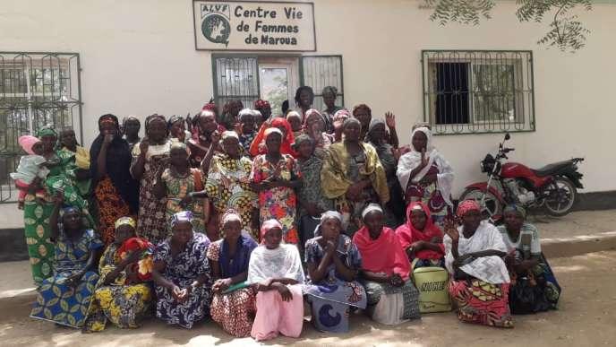 Le 28 février 2019, un groupe de femmes de Mokolo qui avaient bénéficié des formations et du soutien de l'ALVF en 2017 à Maroua est venu faire la surpriseà Aïssa Doumara pour la remercier et montrer comment elles s'étaient autonomisées. « J'ai été très émue de voir le chemin qu'elles avaient parcouru en moins de deux ans !», confie Aïssa.