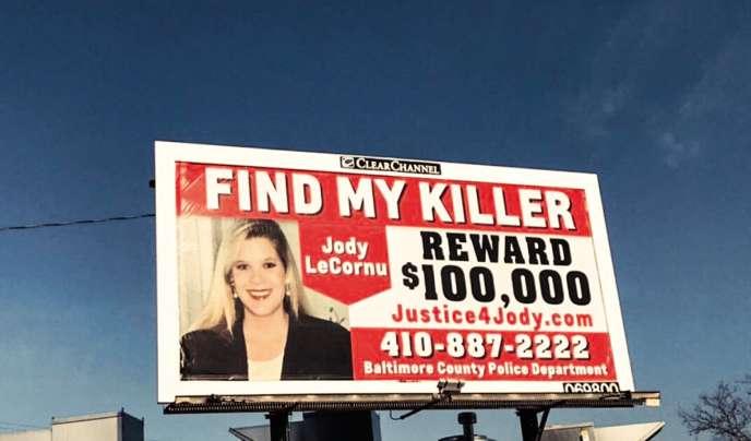 Jenny Carrieri tente de relancer l'enquête sur le meurtreirrésolu de sa jumelle survenu en 1996.