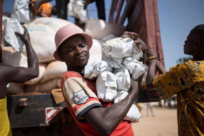 En Centrafrique, distribution d'aide humanitaire par le Programme alimentaire mondiale des Nations unies en 2017.