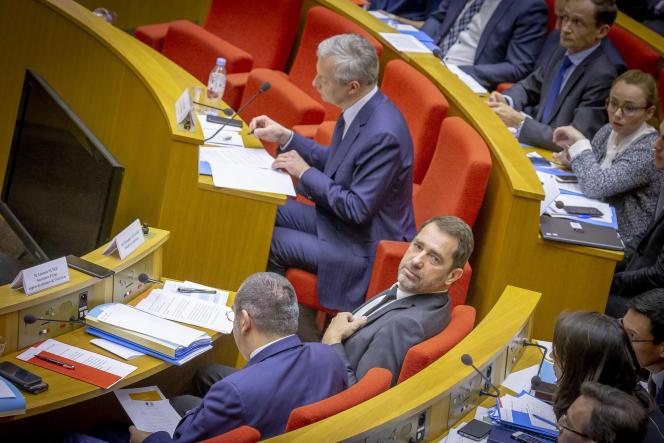 Le ministre de l'intérieur, Christophe Castaner, et son secrétaire d'Etat, Laurent Nuñez, (de dos), lors de leur audition par la commission des lois du Sénat, le 19 mars.
