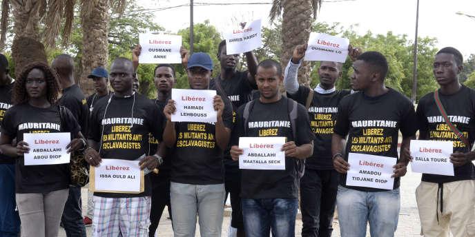 Mauritaniens et Sénégalais, à Dakar, le 3 août 2016, demandent la libération de militants antiesclavagistes emprisonnés à Nouackchott.