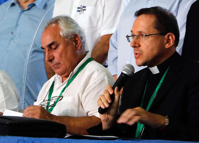 Le nonce apostolique Waldemar Sommertag etl'envoyé spécial de l'Organisation des Etats américains Luis Angel Rosadilla, le 20 mars 2019 à Managua.