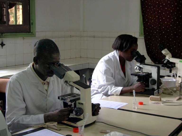 A l'Institut Pasteur de Madagascar en 2004.