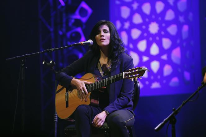 La chanteuse et guitariste algérienne Souad Massi à Rabat, en juin 2014.