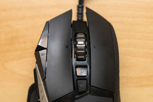 Les onze boutons de la G502 lui donnent une drôle d'allure mais offrent de multiples options de personnalisation.