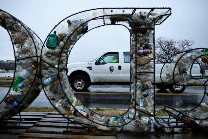 Les Américains ne sont pas performants en termes de recyclage : environ 25 % de ce qui se retrouve dans les bacs de tri sélectif n'est pas recyclable, selon« The Atlantic».