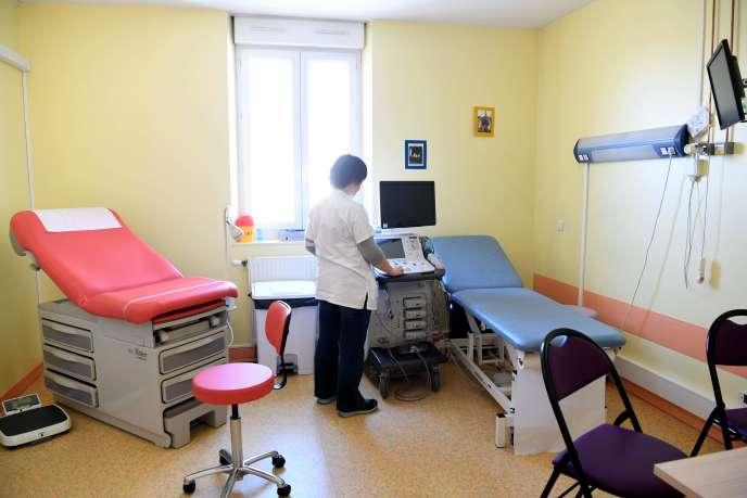 Au centre périnatal de Die (Drôme), le 5 mars, où les services de maternité et de chirurgie ont été fermés par l'Agence régionale de la santé.