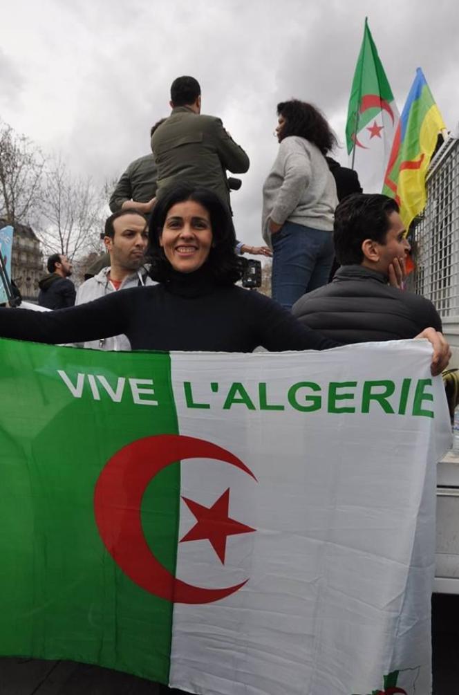 Souad Massi avec des amis place de la République à Paris, le 18 mars 2019. (Page Facebbok officielle de l'artiste).
