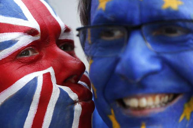 Manifestants anti-Brexit devant le Conseil européen, jeudi 21 mars.