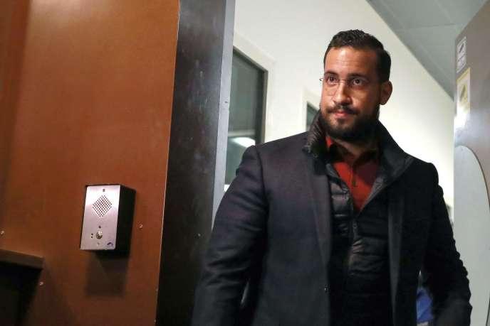 AlexandreBenallaà sa sortie de la prison de la Santé où ilétait en détention provisoire, le 26 février.