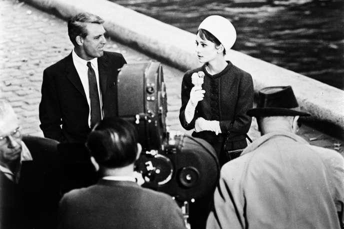 Cary Grant (Peter Joshua) et Audrey Hepburn (Regina Lampert) lors du tournage à Paris de «Charade».