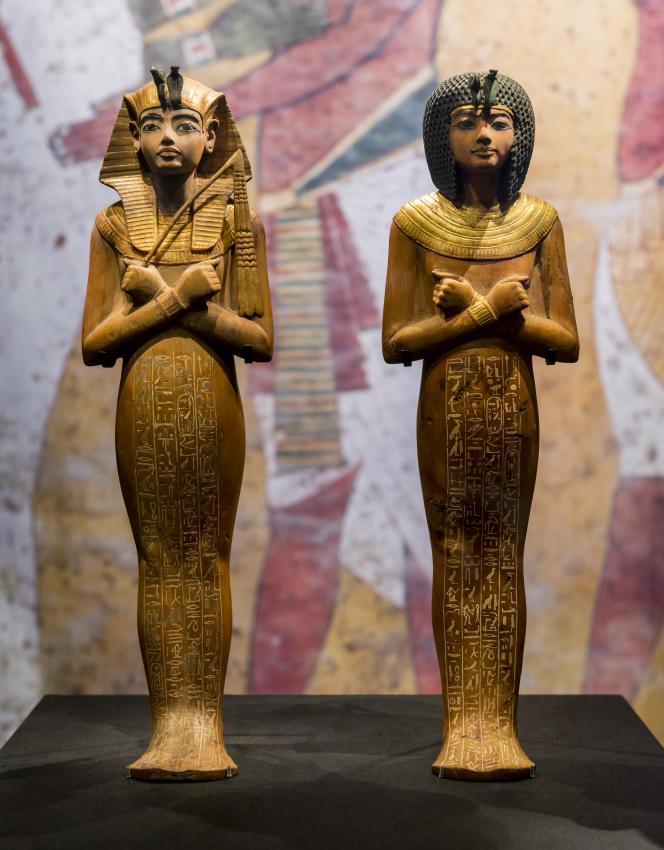 Deux chaouabtis en bois, 18edynastie, règne de Toutankhamon,1336-1326 av. J.-C., Louxor, Vallée des rois.