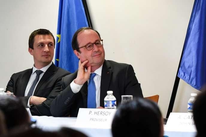 François Hollande lors d'une rencontre avec des lycées, à Hénin-Beaumont, le22mars2019.