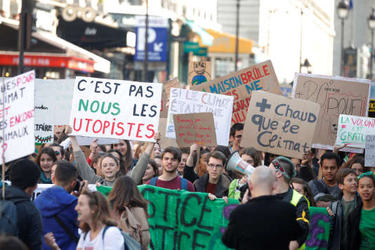 Des étudiants français manifestent contre le réchauffement climatique, à Paris, le22mars