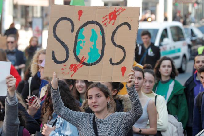 Manifestations d'étudiants contre le réchauffement climatique, le 22 mars à Paris.