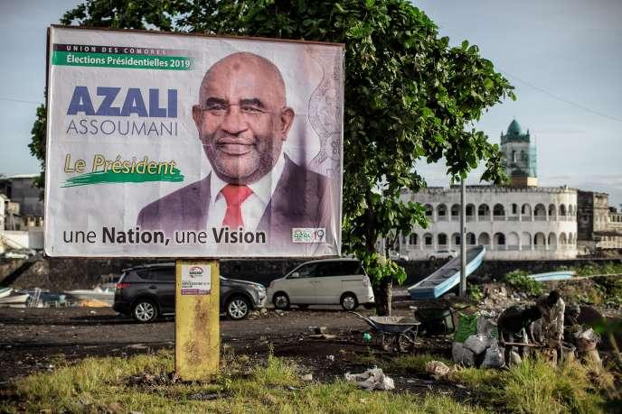Une affiche de campagne du président sortant Azali Assoumani, à Moroni, capitale de la Grande Comore, le 17 mars 2019.