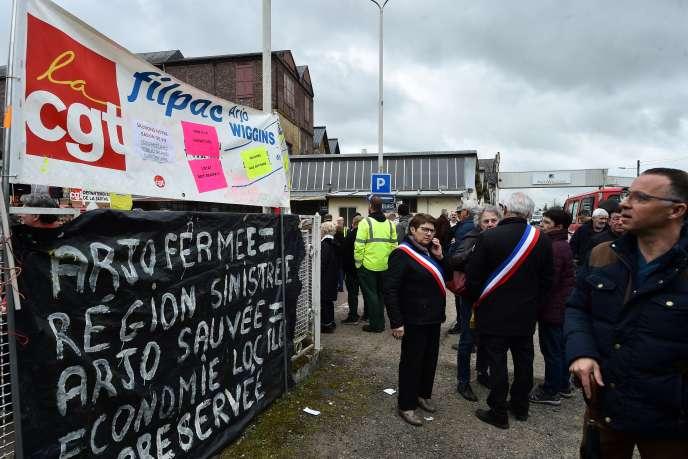 Manifestation des salariés d'Arjowiggins, le 28 février, àBessé-sur-Braye (Sarthe).