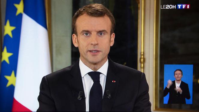 Le président Emmanuel Macron, lors d'une allocution télévisée enregistrée au palais de l'Elysée, le 10 décembre, après plusieurs semaines de crise des «gilets jaunes».Le gouvernement s'étaitprononcé, le 6décembre, en faveur d'une prime exceptionnelle versée par les entreprises à leurs salariés pour soutenir le pouvoir d'achat.