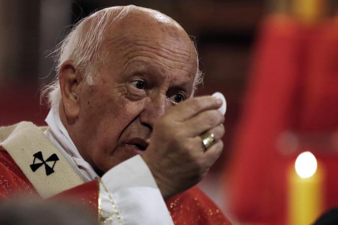 Le pape François a accepté la démission du cardinal chilien Riccardo Ezzati, a annoncé samedi le Vatican. L'archevêque de Santiago avait présenté cette démission en mai 2018 comme l'ensemble des évêques chiliens à la suite d'une série de scandales d'agressions sexuelles à l'encontre de mineurs.