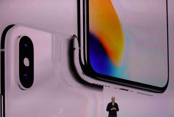 En2018 Apple a vendu 217millions d'iPhone et 43millions d'iPad, produits grâce à des fournisseurs issus de trente pays.