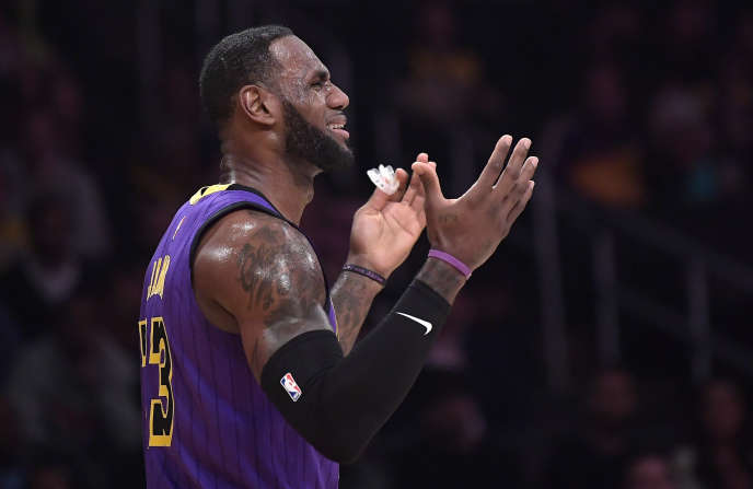 LeBron James lors du match entre les Lakers de Los Angeles et les Nets de Brooklyn au Staples Center, le 22 mars.