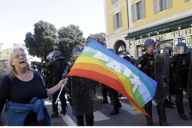Geneviève Legay, 73 ans, lors d'une manifestation interdite de« gilets jaunes» à Nice le 23 mars, au cours de laquelle elle a été blessée dans une charge de police.