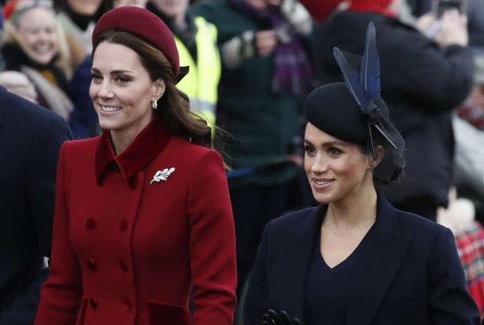 La duchesse de Cambridge et la duchesse de Sussex arrivent à la cérémonie de Noël à Norfolk, en Angleterre, le 25 décembre 2018.