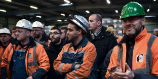 Des ouvriers de l'aciérie Saint-Saulve, le 19 décembre 2018.
