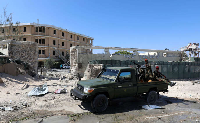 A Mogadiscio, devant le complexe de bâtiments administratifs frappés par une attaque Chabab le 23 mars 2019.
