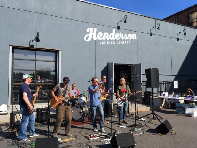 La Brasserie Henderson est devenue un espace culturel à Toronto, Canada.