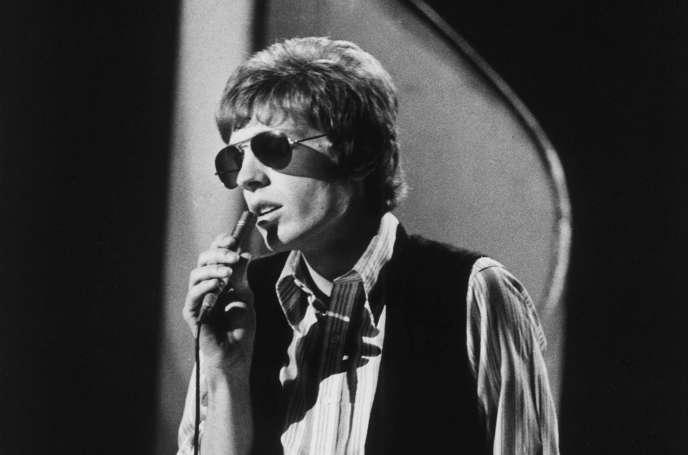 Scott Walker à l'époque desWalker Brothers, lors d'un show télévisé à Londres, en 1970.