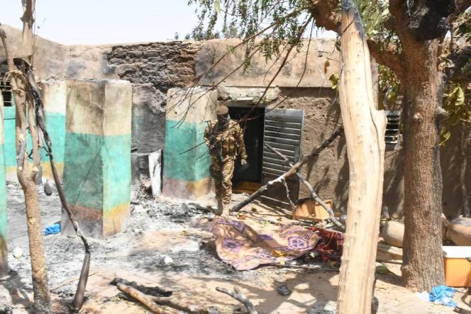 Après l'attaque dans le village d'Ogossagou, dans le centre du Mali, qui a fait au moins 160 morts le 23 mars 2019 parmi la communauté peule.