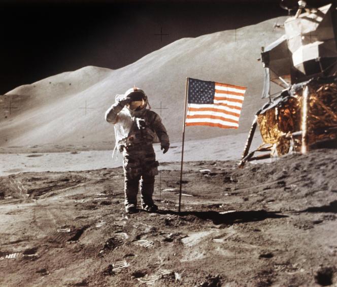 L'astronaute américain James B. Irwin sur la Lune, durant la mission Apollo 15, le 30 juillet 1971.