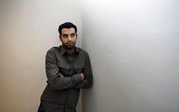 L'humoriste Yassine Belattar à Paris, en novembre 2007.