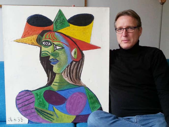 « Portrait de Dora Maar », toile de 1938, est également connu sous le nom de « Buste de femme (Dora Maar) ». Il représente l'une des amantes et des muses du célèbre peintre espagnol (1881-1973).