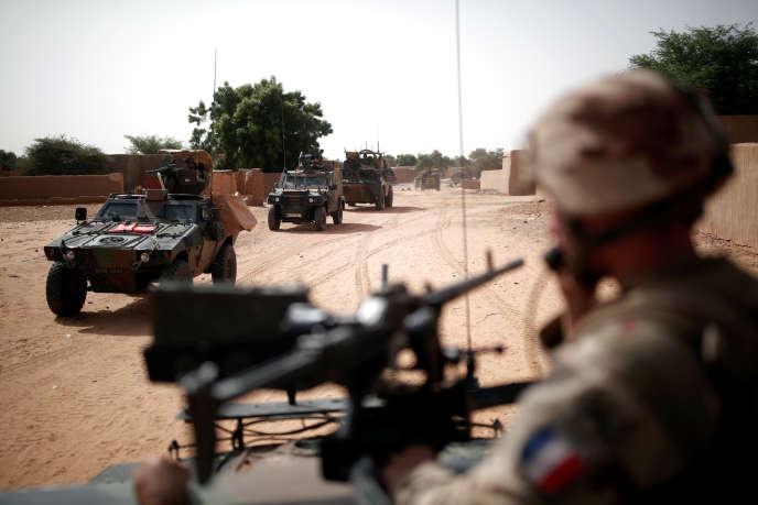 Une patrouille de soldats français de l'opération « Barkhane» à Tin Hama, dans la région de Gao, au Mali, en octobre 2017.