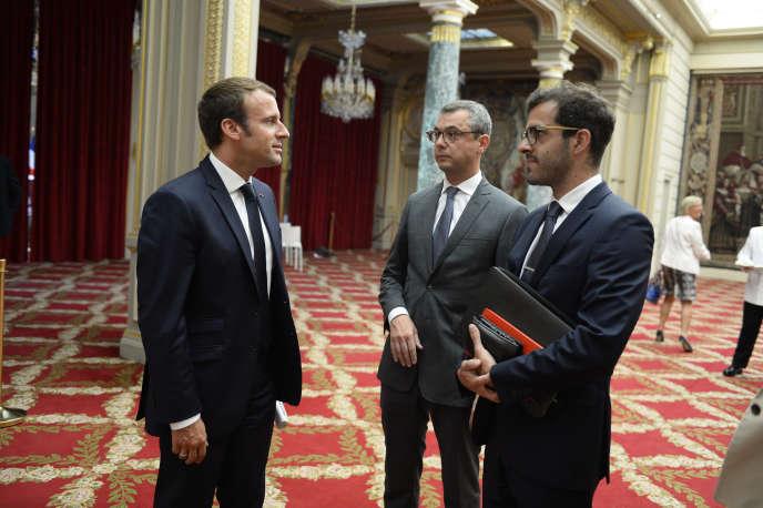 Emmanuel Macron, le secrétaire général Alexis Kohler, et Ismaël Emelien, alors conseiller spécial du président, à l'Elysée, le 28 juillet 2017.