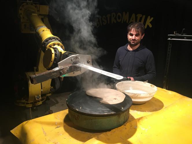 Jean-Marie Ollivier et son robot à faire les crêpes.