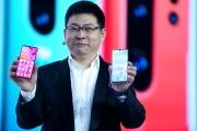 Richard Yu,le patron de la division mobile de Huawei, lors de la présentation d'une nouvelle gamme de produits, à Paris, mardi 26 mars.