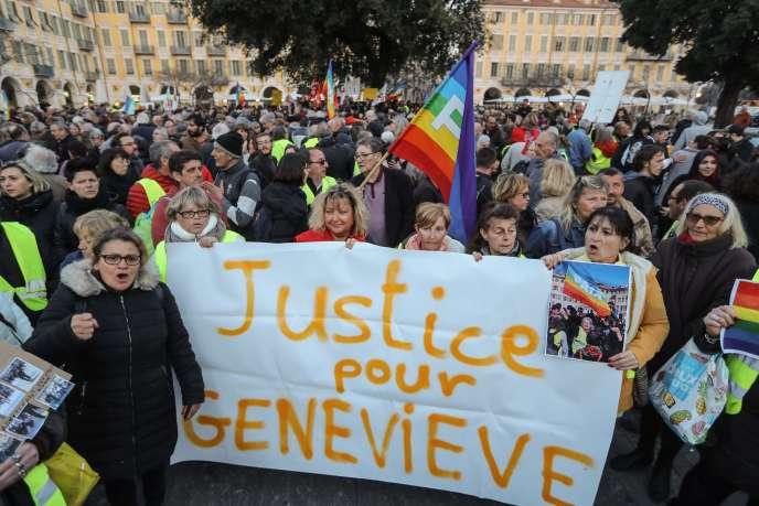 Rassemblement de soutienà Geneviève Legay,la septuagénaire qui a violemment chuté lors de la manifestation des « gilets jaunes » à Nice, le 23 mars.